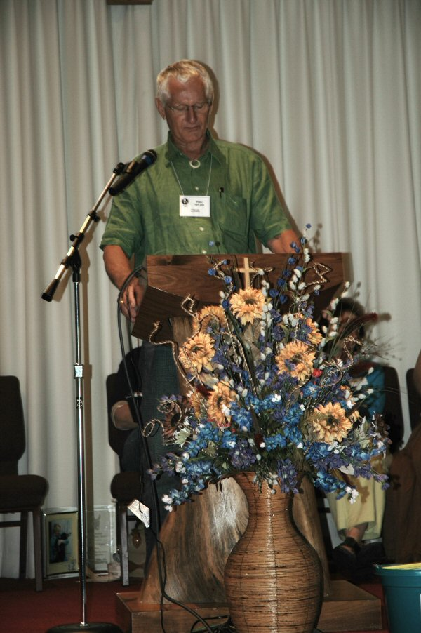 Peter speaking at the Rio Brazos Miniature Donkey Expo, Texas
